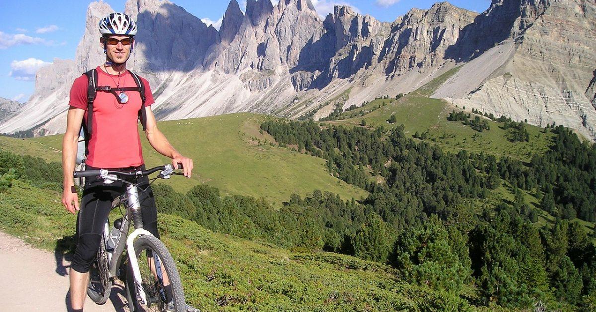 mountain-bikers-55372_1280